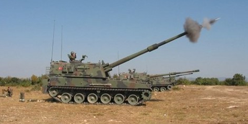 T-155 self-propelled howitzers on the firing line.