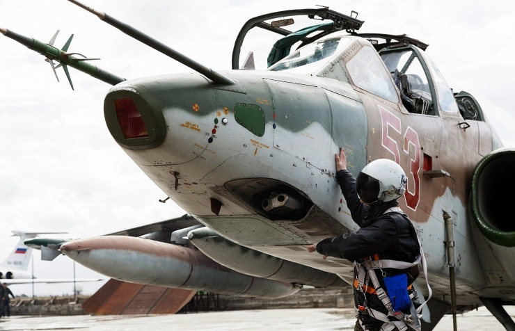 Russian Warplanes Continue Bomb Terrorists in Syria, Support Syrian Army's Advance on Palmyra