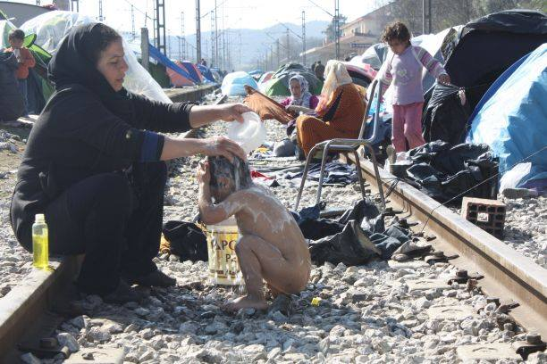 NGOs flee from refugee camp in Idomeni, Greece