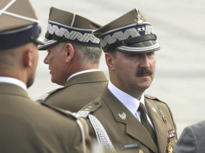 A wave of resignations sweeps the Polish high command