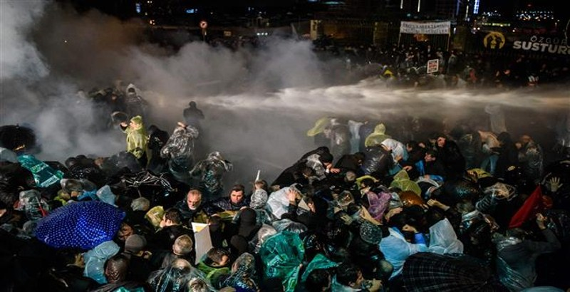 Turkish police disbands protesters with tear gas and water canon in Istanbul