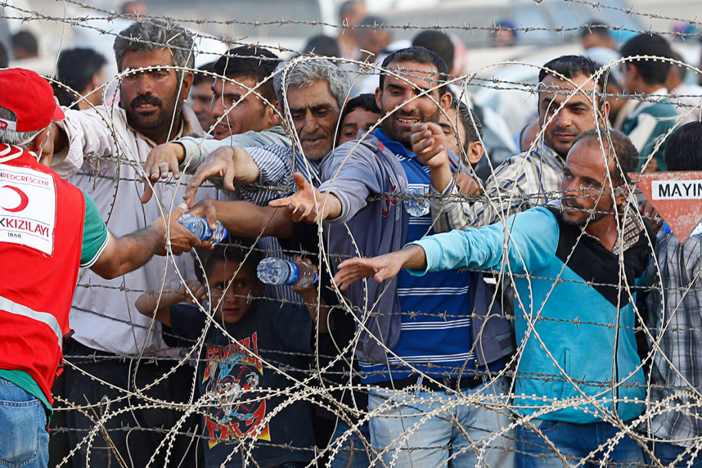 War Against Kurds: Up to 500.000 Refugees Could be Coming From Turkey