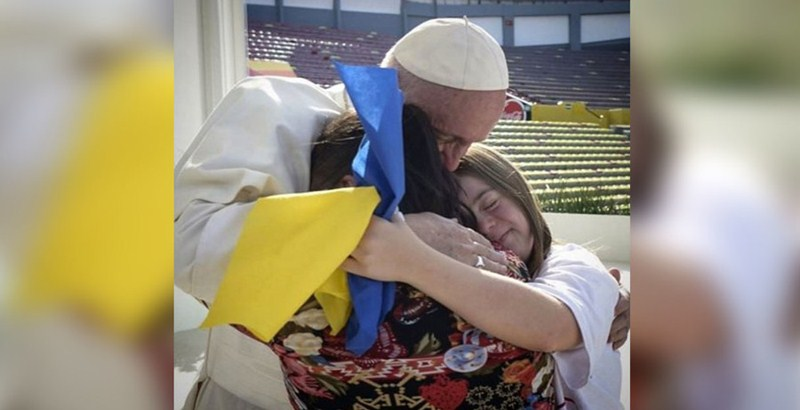 Vital blunder as Ukrainians confuse Down syndrome ribbon with national flag (video)