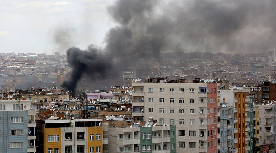 Car Bomb Injured 13 in Kurdish-populated Diyarbakir, Turkey