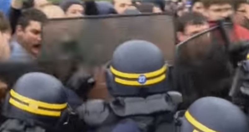 Clashes Erupt after French Govt Forces through Labor Law (Video)