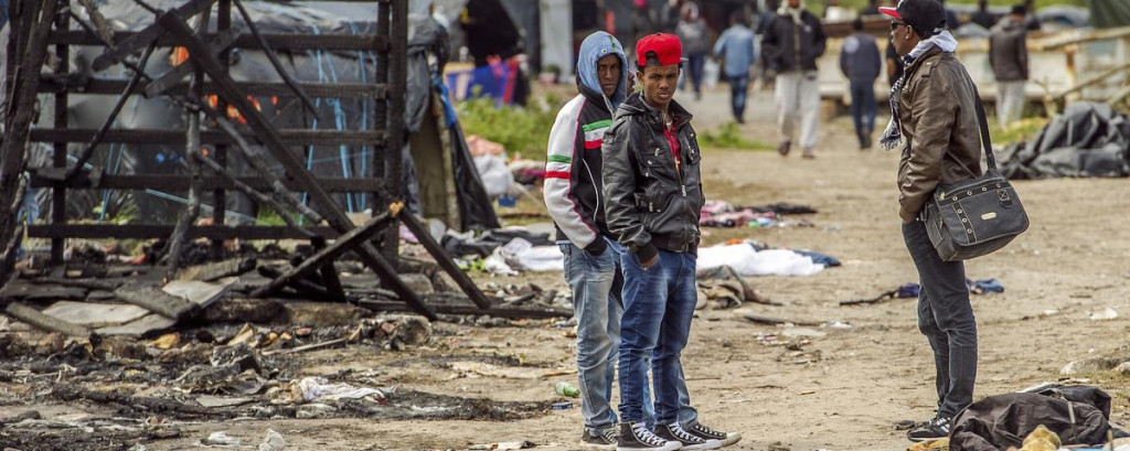 20 Injured in Brawl at Calais Refugee Camp in France (Video)