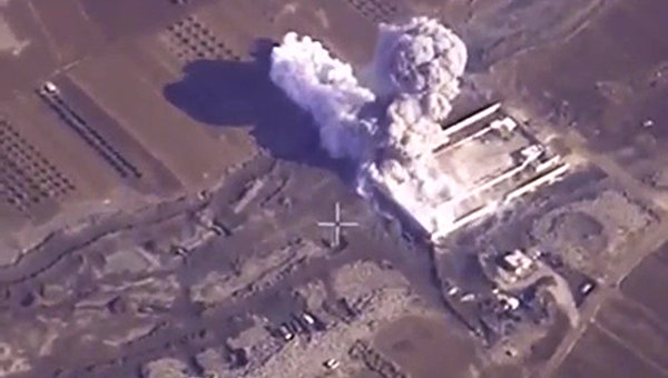 Russian Aerospace Forces Destroyed 4 ISIS Oil Production Facilities
