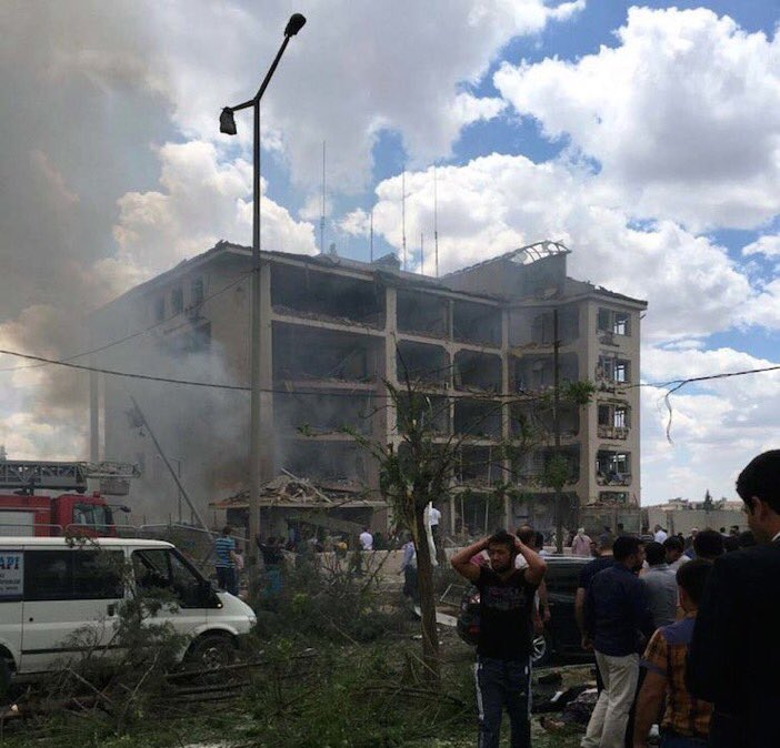 Many Wounded by Bombing at Police station in Southeast Turkey (Photos)