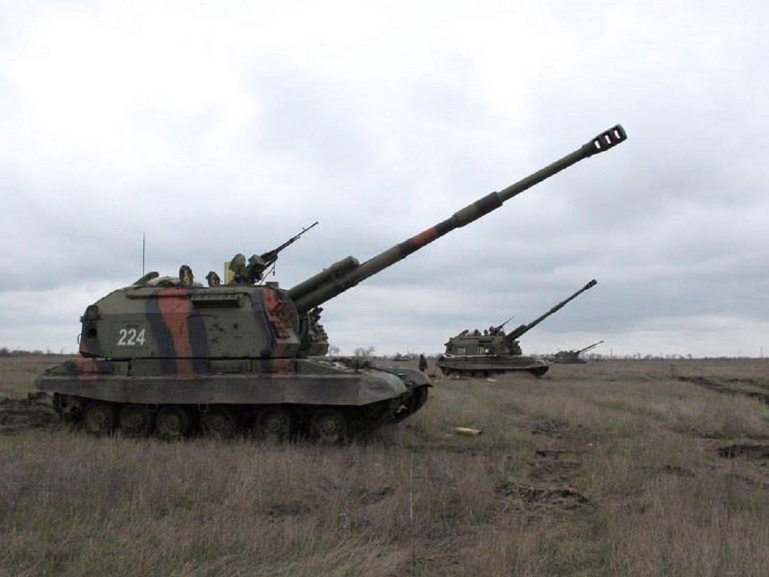 Massive Ukrainian Artillery Attack Hits in Donetsk Overnight