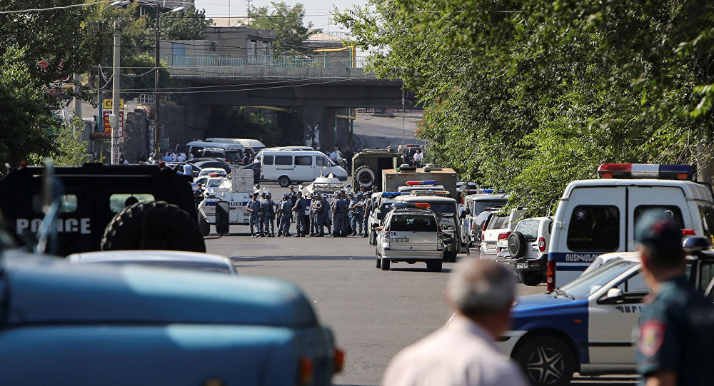 Armed Group Takes Doctors Hostage at Police Station in Yerevan, 2 Group Members Surrender