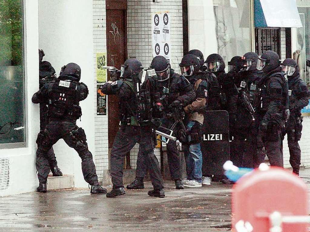 German SEK raids the Salafi Mosque in Hildesheim