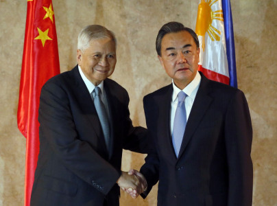 China Offers Philippines Talks if Arbitration Ruling Over South China Sea Ignored