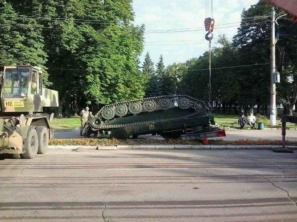 Ukrainian Air Defense System Overturns After Military Parade