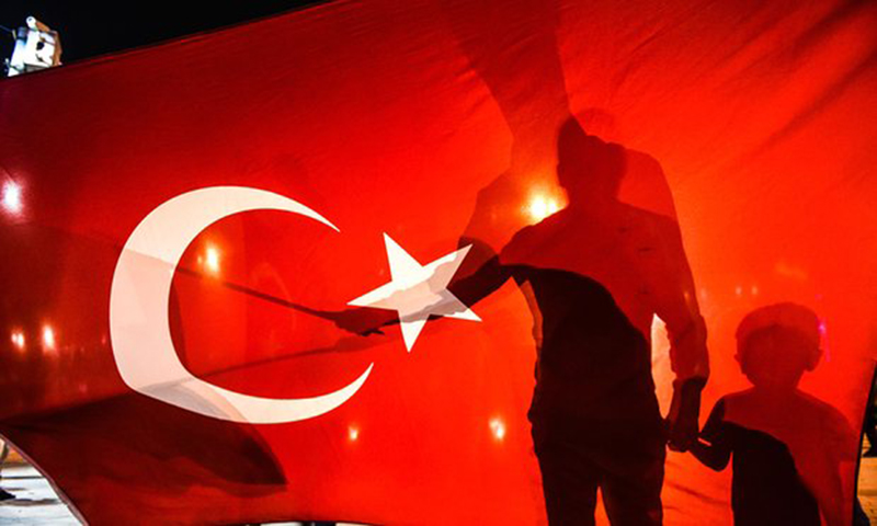 Turkey Deploys 1,800 Special Forces to Istanbul, Removes 8,000 police across country