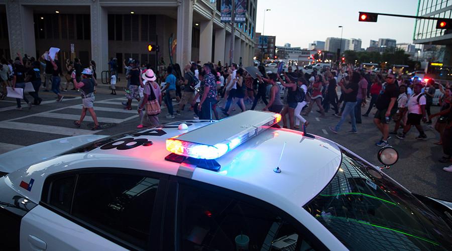 11 Officers Shot, 5 Dead in Dallas - Black Lives Matter Protest