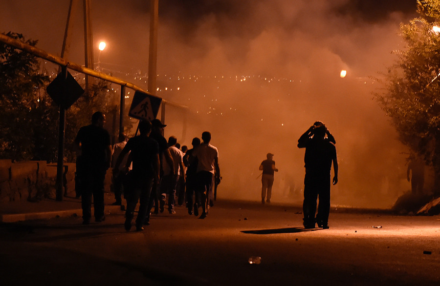 Yerevan Police Disperse Protesters from Besieged Police Station: 60 Wounded (Photo & Video)