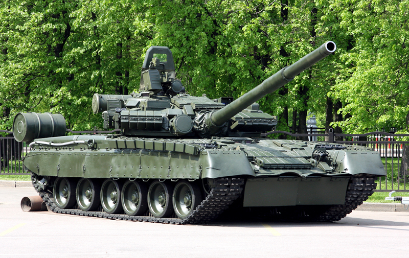 Russia to Upgrade T-80 Tank with PNM Sosna-U and Relic
