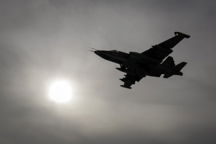 Syrian and Russian Warplanes Hit Terrorist Targets in Homs amid ISIS Counter Attacks
