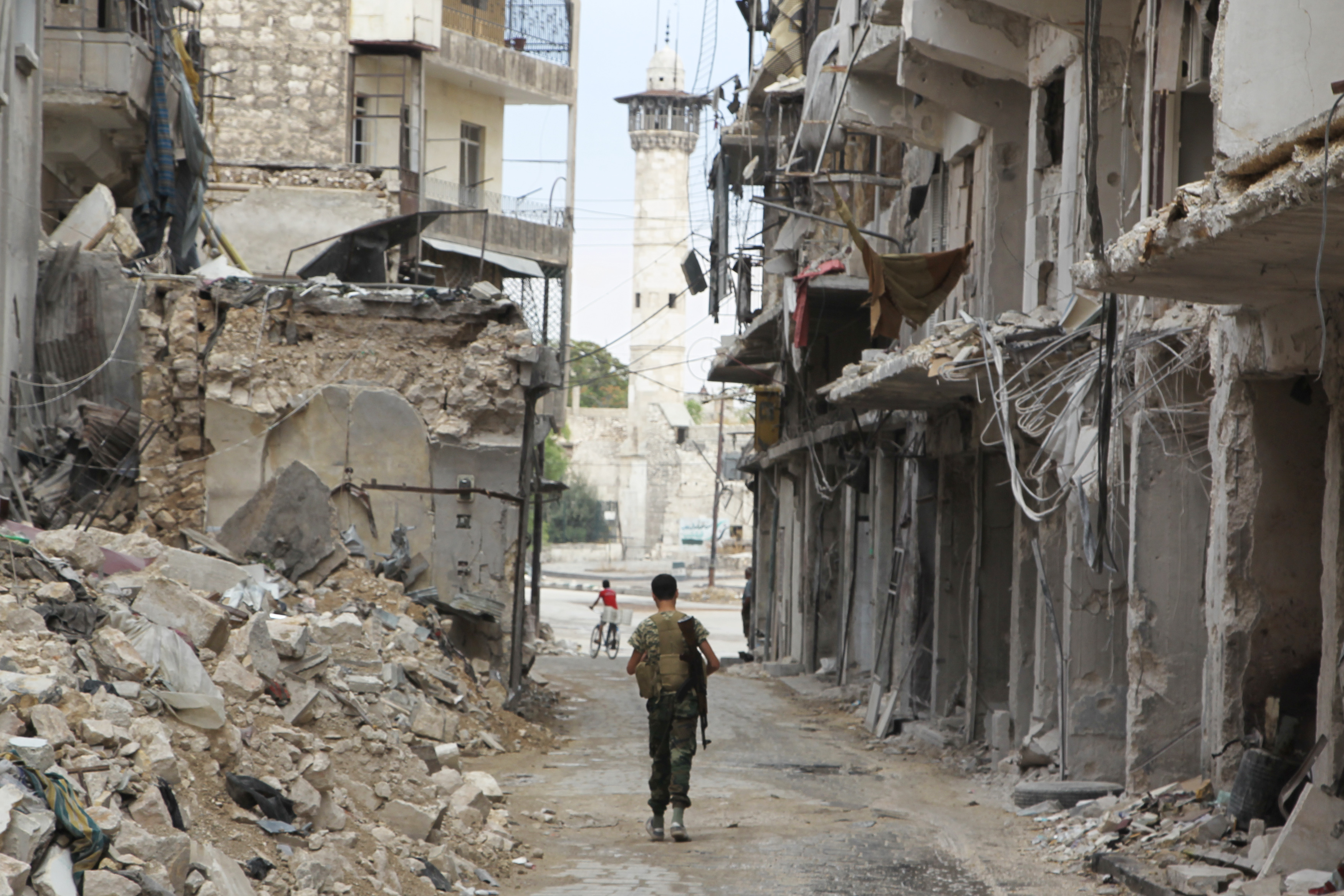 Aleppo Residents Start to Escape from Trapped Neighborhoods Through Safe Passage