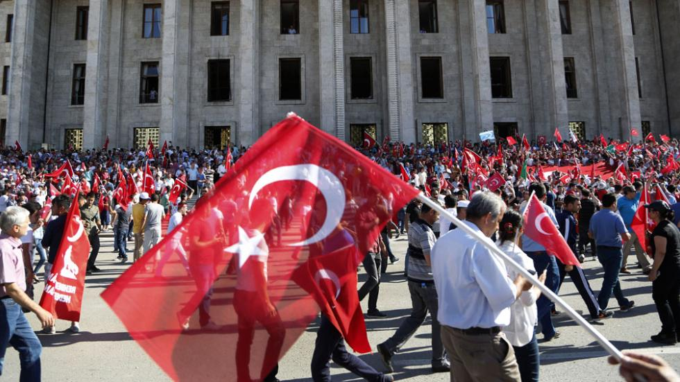Turkish authorities ban government's civil servants from leaving the country