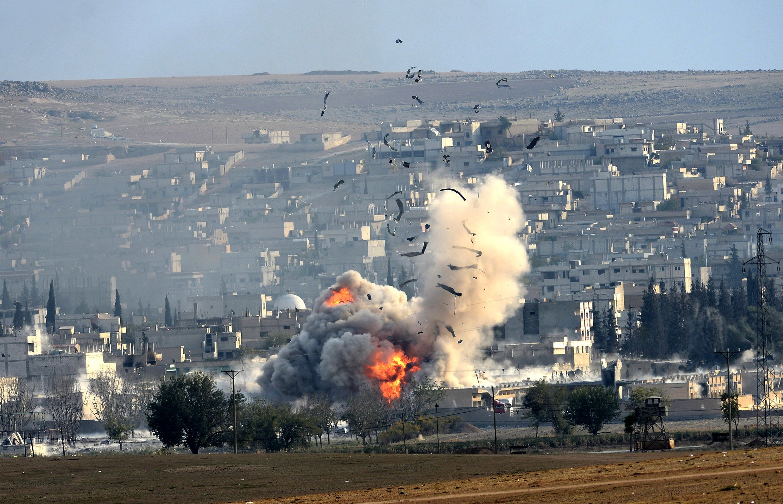 Syrian Fighter Jets Bomb Terrorists' Aleppo-Bound Convoys in Idlib Province