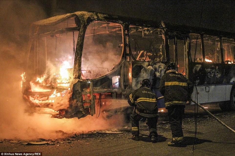 Radical Islamists Burn Bus in Paris (Video)