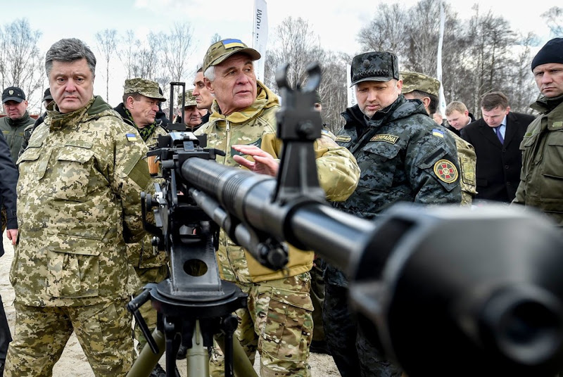 Poroshenko to Hand Ukrainian Army 150 Units of Military Hardware to Be Sent to Donbass