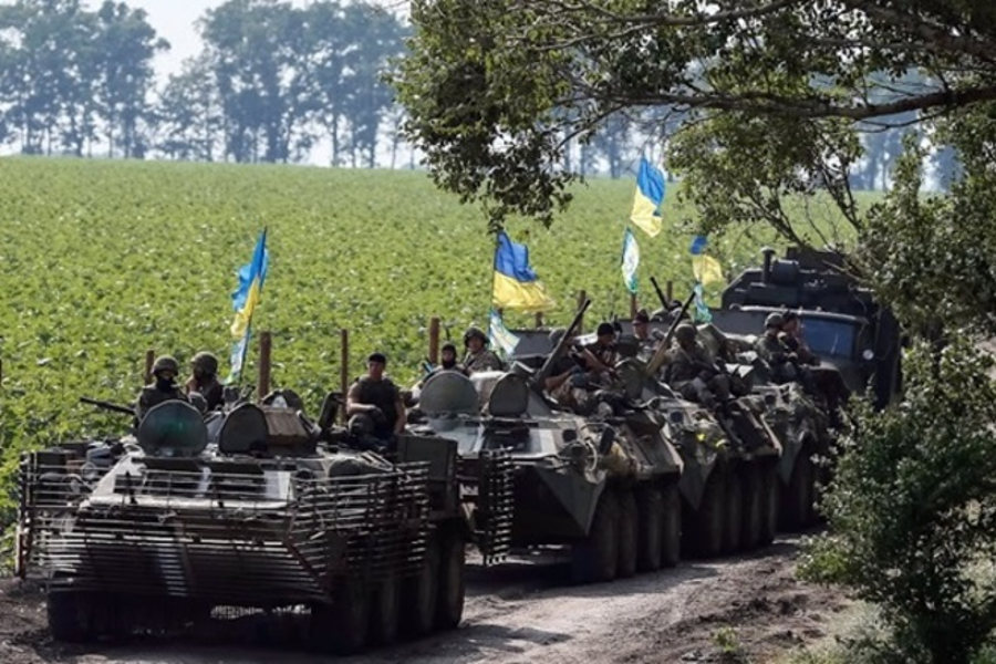 DPR Intelligence: Kiev Forms Shock Group of 60 Units of Military Equipment near Volnovaha
