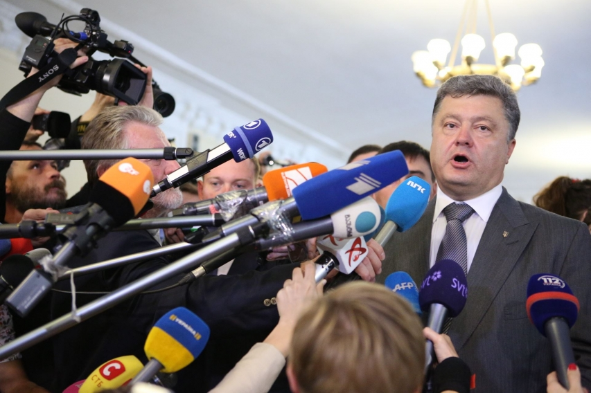 Poroshenko Going to Sue Russia for Water Around Crimea