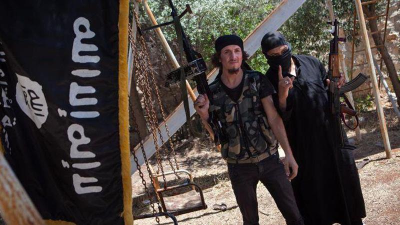 Terrorists Execute 3 Civilians Fleeing Combat Zone in Aleppo