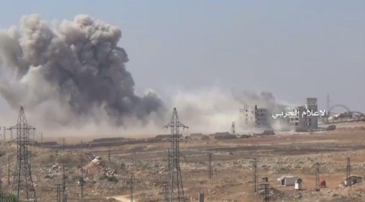 Footage: Russian Warplanes Strike Jaish Al Fath Militants Storming 1070 Apartment Project at Aleppo City