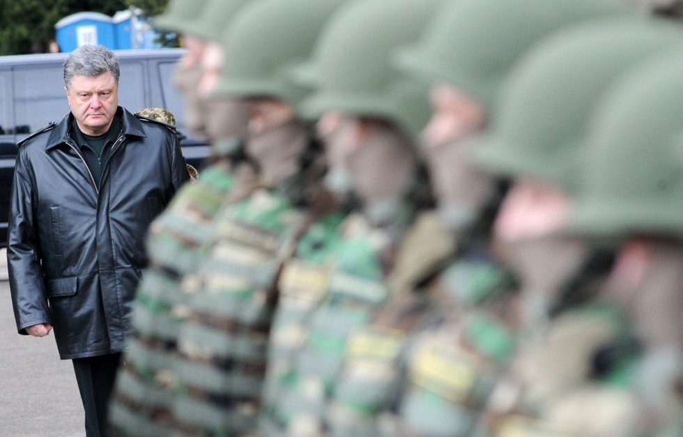 "Poroshenko Announces Possibility of ""Full-Scale Russian Invasion"""