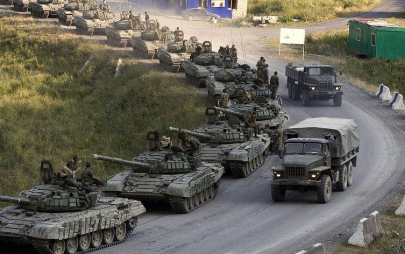 Kiev: Russia Sent 260 Convoys of Armored Vehicles in Donbass