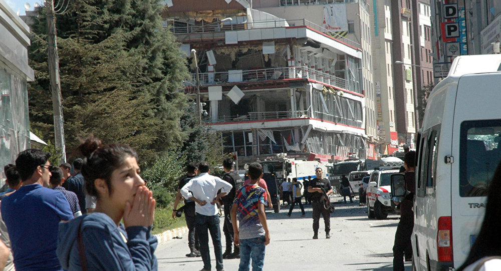 Car Bombing in Turkish City of Van Wounds 48 People (Video)
