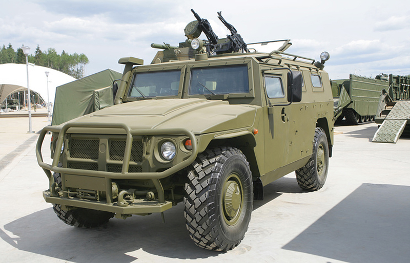 Russian Robot-Vehicle 'Tigr' Shows Its Firepower (Video)