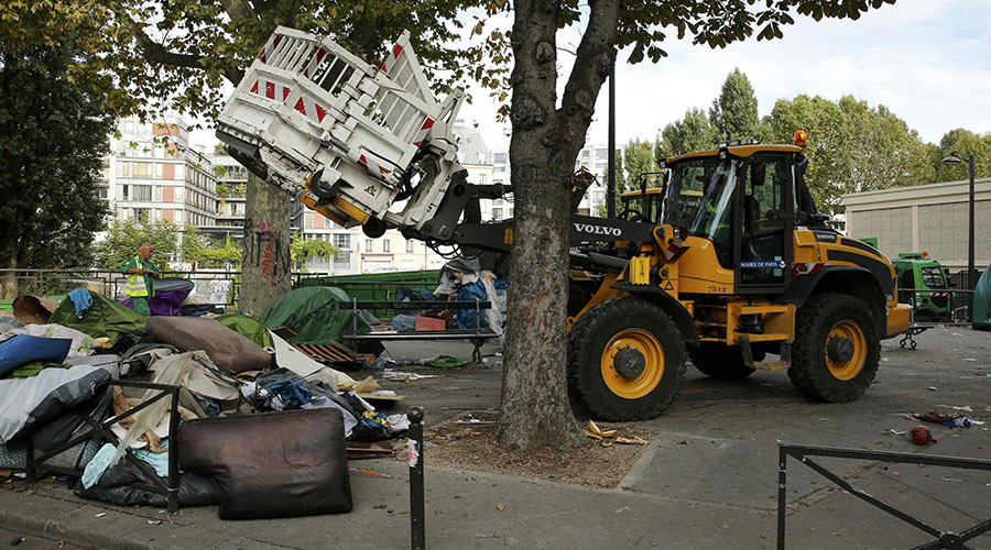 Paris Authorities Bulldozed 2 Tent Camps & Relocated Over 2,000 Migrants (Video)