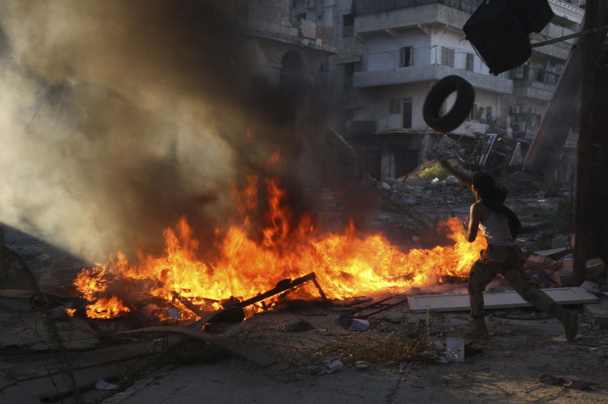 Terrorists Burn Their Headquarters & Leave Suburbs of Damascus