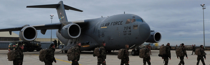 French soldiers march to a U.S. Air Force C-17 Globemaster III as France increases their presence in the Republic of Mali to fight off Islamic extremists that have taken control of several important cities in the North, Jan. 20, 2013 in Base Aerieene 125, Istres, France. The United States has agreed to help France airlift troops and equipment into Mali. (U.S. Air Force photo by Senior Airman James Richardson/Released)