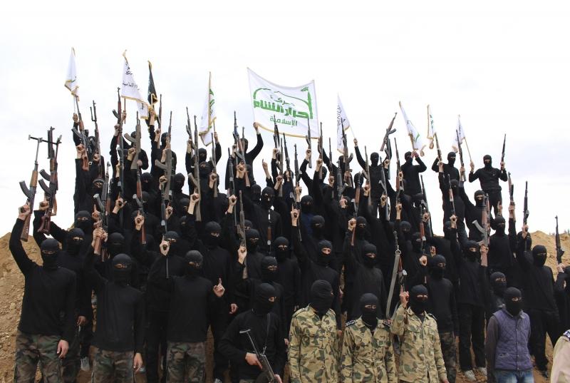 Militants Fleeing Aleppo City: 150 Ahrar Al-Sham Members Leave Bustan Al-Qasir Neighborhood (Video)