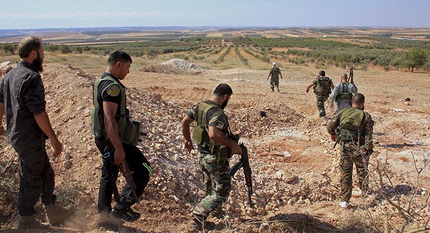タグ - 彼らはエリア9月13日、2014年ロイター/ジョージOurfalian(シリアの制御を取り戻してきたと言った後、ハマの田園地帯のAl-Samsamの村と丘の中を歩くようにシリアの大統領アサドに忠実な部隊は武器を運びます:政治市民の不安の競合MILITARY) -  RTR463AI