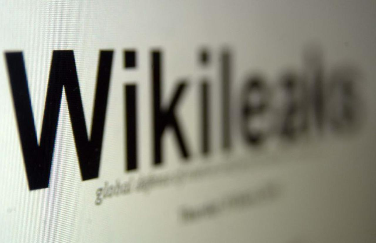 CNN Anchor Warns: 'Illegal' For You To Look At WikiLeaks