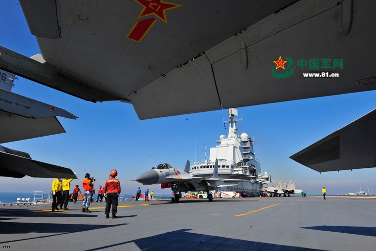 Chinese Liaoning Aircraft Carrier - Big Photo Report