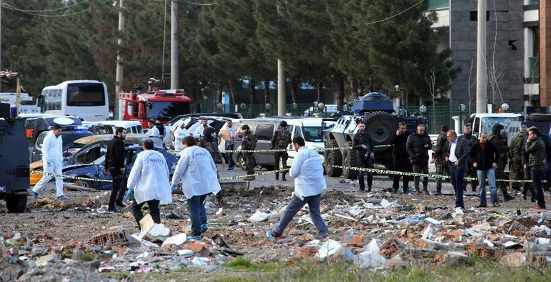Bomb Attack in Turkiey's Diyarbakir Killed 1 Wounded 30 (Video)