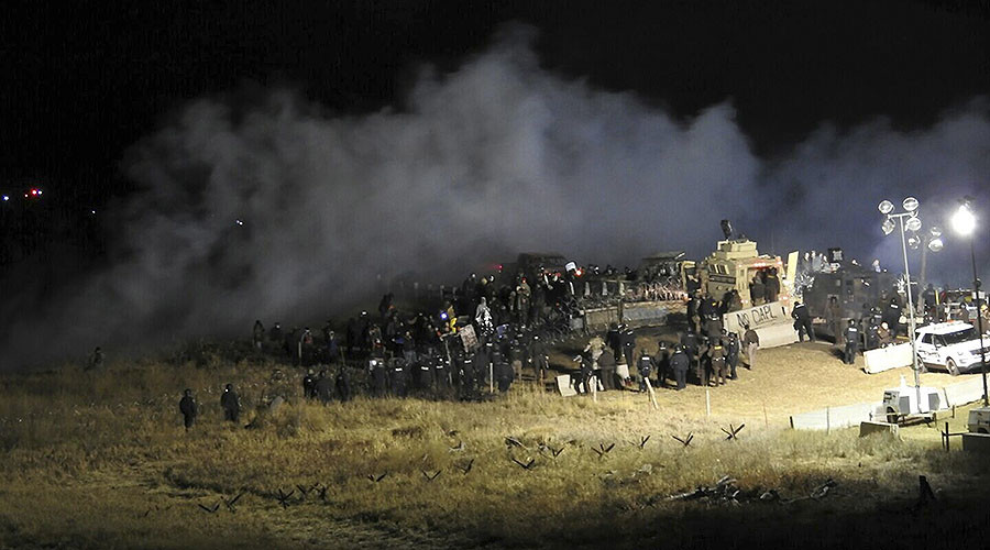 Watch: 400 Dakota Pipeline Protesters 'Trapped on Bridge' as Cops Fire Tear Gas, Water Cannon