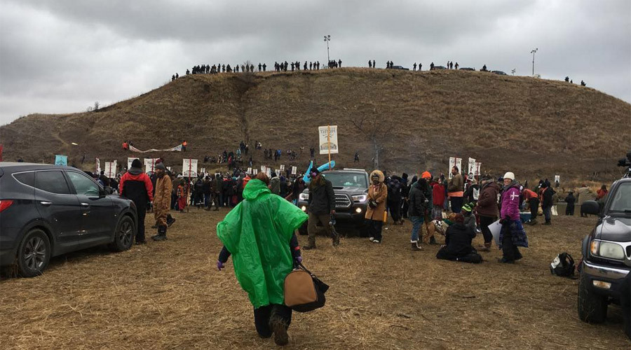 Dakota Pipeline Protesters Build Bridge to Reach Turtle Island (Video)