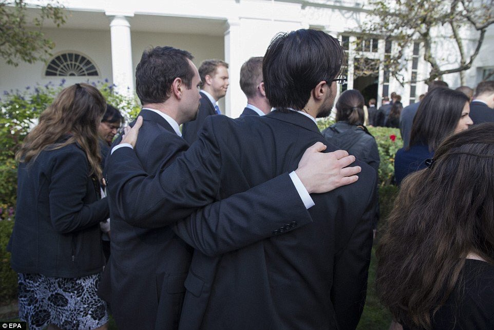 Photos from White House Meeting Show Drammatic Reaction of Hillary Clinton Funs in Obama Administration
