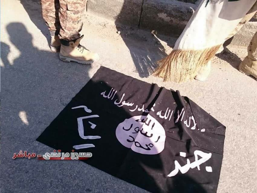 Syrian Troops Found ISIS-like Flag in Haydariyah Neighborhood of Aleppo City - Photo Report