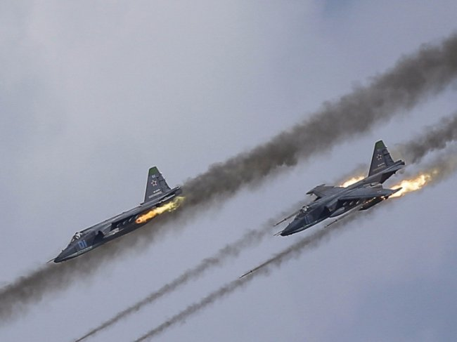 Russian, Syrian Jets Decimate ISIL's Offensive Capacities in Deir Ezzor