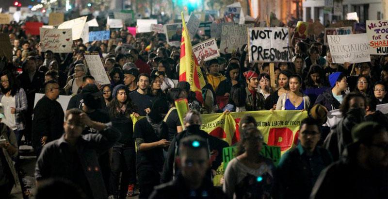 Anti-Trump Riots in Oakland (Video)