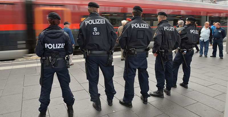 Austrian Police to Distribute 6,000 Handheld Sirens among Women to Prevent 'Sexual Assaults'